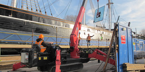 Cutty Sark - Crane Hire - Glass Lifting